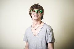 Stilvoller junger blonder Hippie-Mann Lizenzfreie Stockfotos