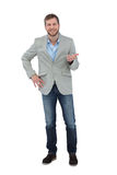 Stilvoller lächelnder und gestikulierender Mann Lizenzfreie Stockfotos