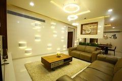 Stilvoller moderner Wohnzimmerinnenraum Stockfotos