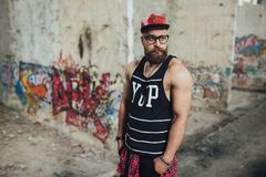 Stilvoller städtischer bärtiger Mann Lizenzfreie Stockfotografie