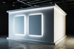 Stilvoller weißer Ausstellungshalleninnenraum stockbild