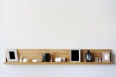 Stilvolles Bücherregal stockbilder