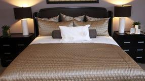 Stilvolles Bett Stockfotografie