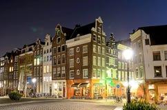 Stilvolles façade mit ursprünglichen Fenstern in Amsterdam Stockfoto