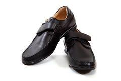 Stilvolles men& x27; s-Schuhe auf einem weißen Hintergrund Lizenzfreie Stockfotos