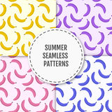 Stilvolles nahtloses Muster des bunten Sommers mit Bananen Stockbild