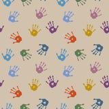 Stilvolles nahtloses Muster mit mehrfarbigen Palmendrucken Lizenzfreies Stockbild