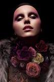 Stilvolles Porträt einer Frau stockfotos