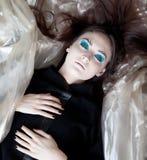Stilvolles träumendes Mädchen - blaue Verfassung Stockbilder