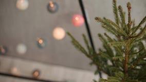 Stilvolles Weihnachtsskandinavische Innendetails Komforthaus mit nordischem Dekor des neuen Jahres Eco freundliches minimalistic stock video