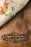 Stilvolles Weinleseplakat hergestellt in Zypern Lizenzfreie Stockbilder