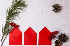 Stilzhizni, nuovo anno, buste rosse Fotografia Stock