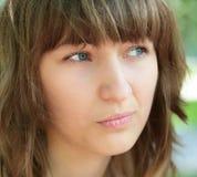 Stimmung des green-eyed Mädchens Lizenzfreie Stockfotos