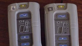 Stimolazione elettrica funzionale Unità di controllo del sistema del piede cadente stock footage