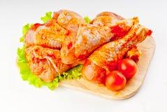 Stinco di un pollo in marinata Fotografia Stock Libera da Diritti
