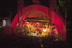 Sting, der am eben erneuerten Hollywood Bowl, Hollywood, Kalifornien durchführt Stockbild