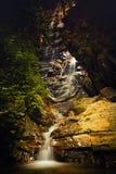 Stingah noi-vattenfall, Taksinmaharat nationalpark, Thailand Arkivbild