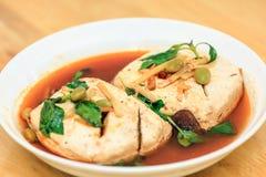 Stinky tofu för ånga med Basil Leaves Royaltyfri Bild