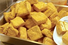 Stinky tofu - mycket berömt mellanmål på nattmarknaden Arkivbild