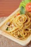 Stir-зажаренные пряные спагетти с цыпленком тип тайский Стоковое Изображение RF