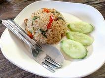 Stir-зажаренный рис базилика с жарким свинины Стоковое Фото
