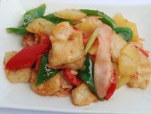 Stir-зажаренный цыпленок с ананасом и замаринованным имбирем Стоковые Фото