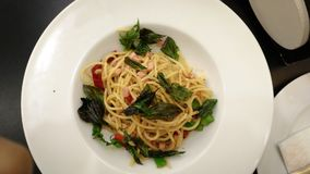 Stir спагетти зажаренный с ветчиной стоковое фото rf