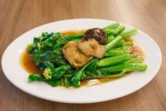 Stir-fried chinese broccoli and shiitake mushroom Royalty Free Stock Photos