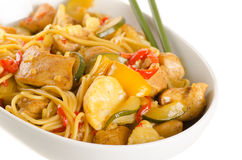 Stir-fried chinese noodles with chicken, cauliflower, pepper and Royalty Free Stock Photography