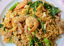 Stir fried instant noodle with seafood and Chinese kale Royalty Free Stock Photos