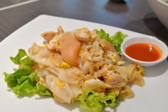 Stir fried rice noodle with chicken and squid Stock Photography
