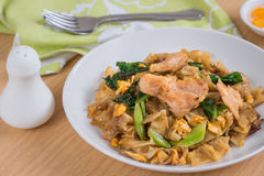 Stir fried rice noodle with pork on plate Royalty Free Stock Photos
