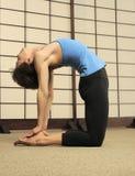 Stirata di Pilates nello studio di esercitazione Fotografie Stock