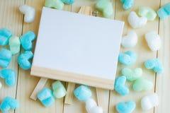 Stiratoio e bordi in bianco del cuore di verde blu Immagine Stock Libera da Diritti