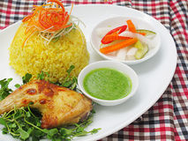 Stired fried rice with chicken in yellow sauce (Cơm nghệ đùi gà chiên) Royalty Free Stock Photography