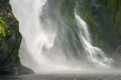 Stirling Falls, fiordo di Milford Sound, Nuova Zelanda immagine stock libera da diritti