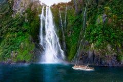 Stirling Falls At Milford Sound, Nova Zelândia fotografia de stock