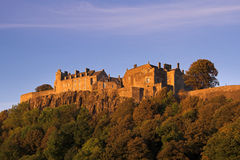 Stirling-Schloss in einem Herbst-Sonnenuntergang lizenzfreies stockbild