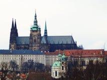 Stirrande Mesto, St Vitus Cathedral Prague tjeckisk republik royaltyfria foton