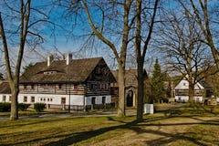 Stirrande Splavy, Tjeckien - mars 06, 2019: stugor i by av den Machuv krajregionen fotografering för bildbyråer