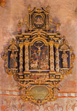 Stitnik -从哥特式福音派教会长老会的管辖区的新生巴洛克式的墓志铭在有在十字架上钉死动机的Stitnik 免版税库存图片