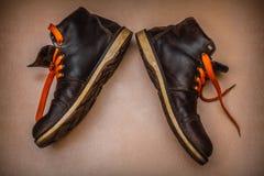 Stivali caldi di vecchio inverno fotografie stock
