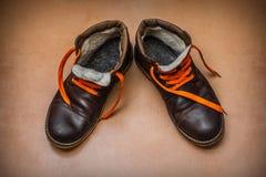 Stivali caldi di vecchio inverno immagini stock