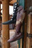 Stivali del boutique degli accessori di modo delle donne immagini stock libere da diritti