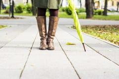 Stivali della donna in parco Immagine Stock Libera da Diritti