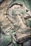 Stivali di combattimento e uniforme dell'aeronautica fotografie stock