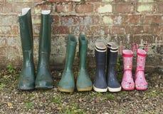 Stivali di gomma nella fila Fotografie Stock Libere da Diritti