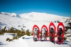 Stivali di neve per l'inseguimento nell'inverno Immagini Stock Libere da Diritti