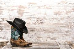 Stivali e cappello ad ovest americani del cowgirl di modo del rodeo Fotografie Stock Libere da Diritti