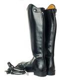 Stivali e denti cilindrici di dressage di equitazione isolati su bianco Immagini Stock Libere da Diritti